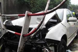 6548788-nehoda-valasske-mezirici-znicene-zabradli_galerie-980